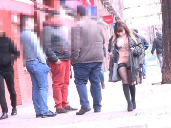 Desnudarse en un cajero, exhibirse por las calles, llamar al 010 mientras folla! Melany Kiss dispuesta a todo